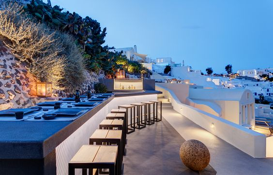 ... 50 mq hanno camera, soggiorno, jacuzzi e terrazza panoramica sul mare