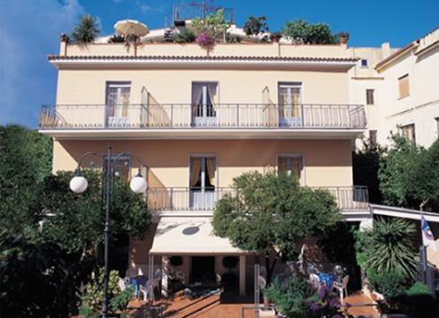 marinadicamerota-hoteldelfino