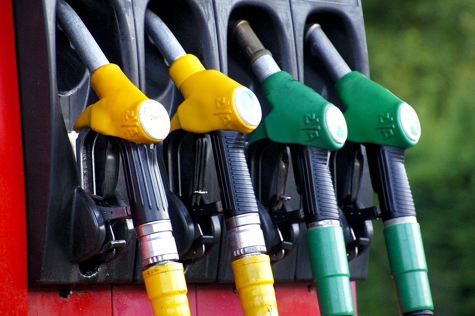 Caro benzina. Il Governo annuncia il taglio delle accise