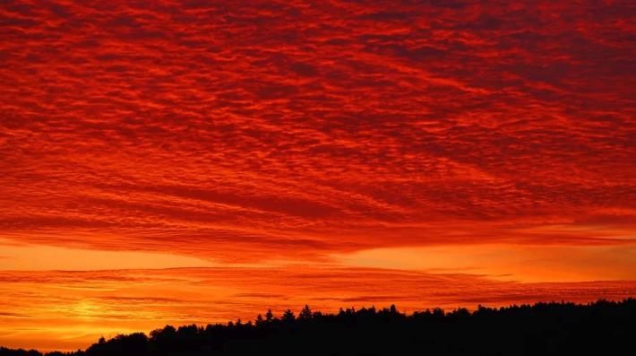 Galleria foto - Previsioni Meteo maggio 2020: L'Italia di tingerà di Rosso Foto 1