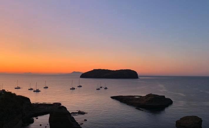 Galleria foto - Vacanze a Ventotene: Cosa vedere, cosa fare e come arrivare Foto 7