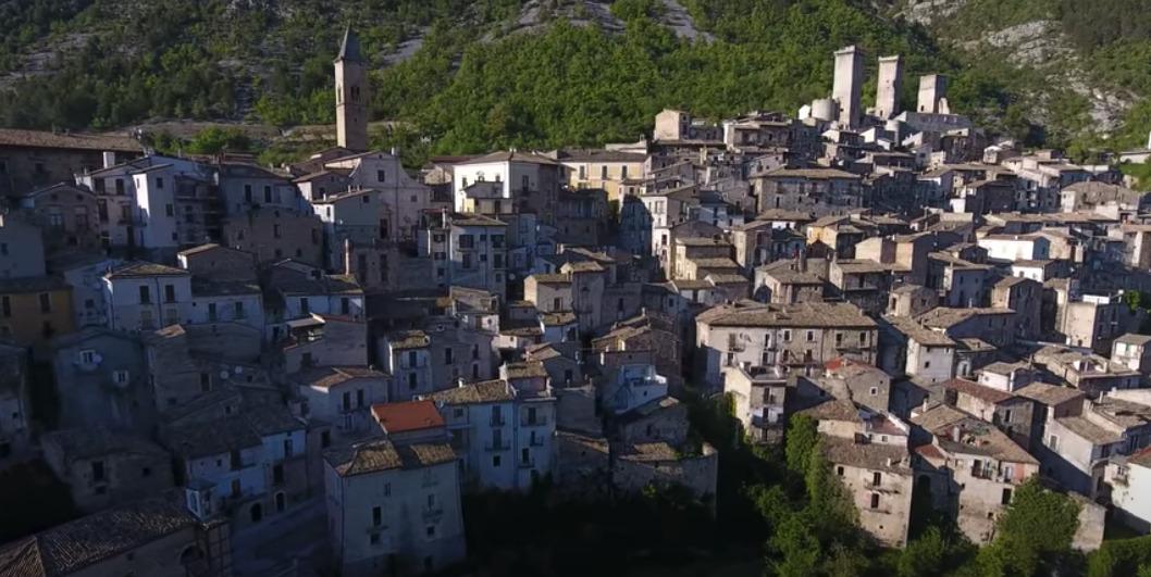 Cosa vedere e cosa fare a Pacentro il borgo medievale dell'Abruzzo legato alla cantante Madonna