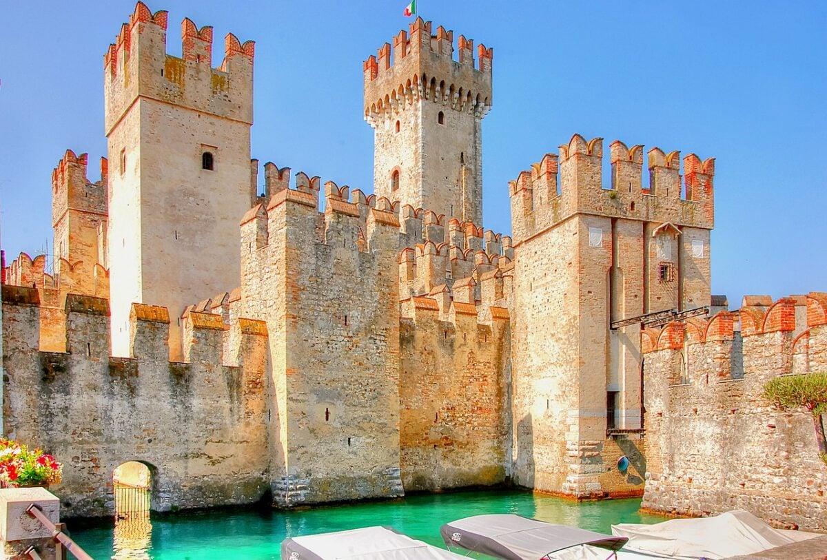 I 7 castelli più belli d'Italia dove vivere esperienze magiche avvolti in atmosfere da favola