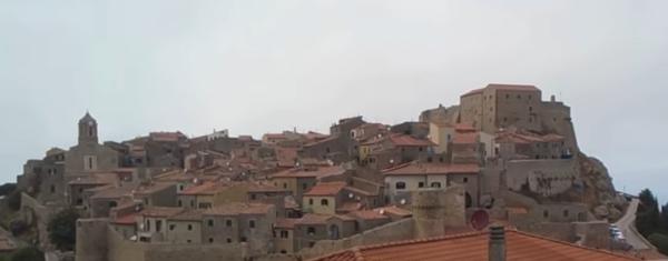 borghi-italia-giglio-castello