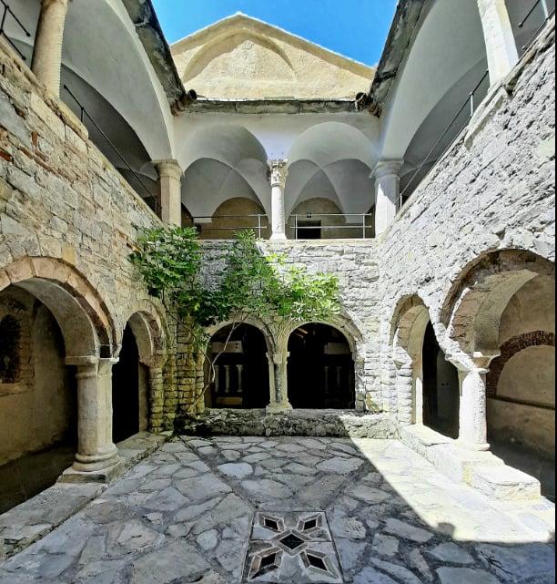 Galleria foto - San Fruttuoso di Camogli: la perla della Riviera Ligure dove visitare l'Abbazia ed il Cristo degli Abissi Foto 1