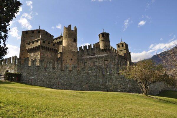 castelli-medievali-castello-di-fenis
