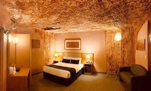 hotel-grotta-desrt-cave-hotel