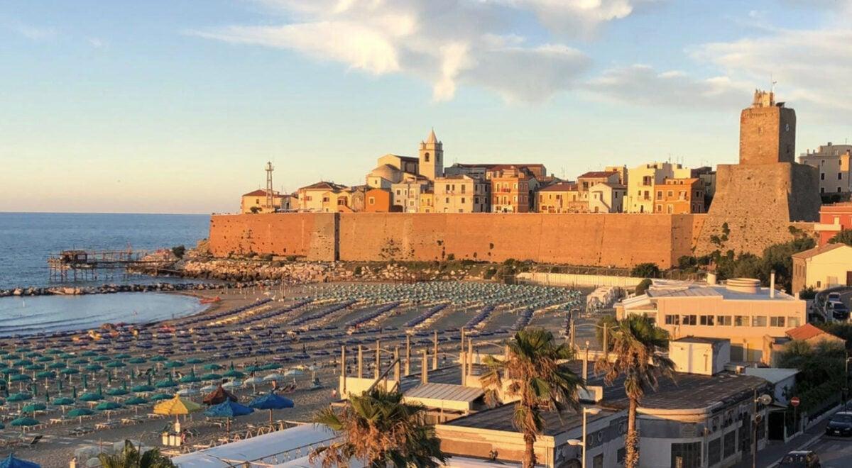 """Visitare Termoli: cosa vedere e spiagge più belle del borgo molisano dei """"trabocchi"""""""