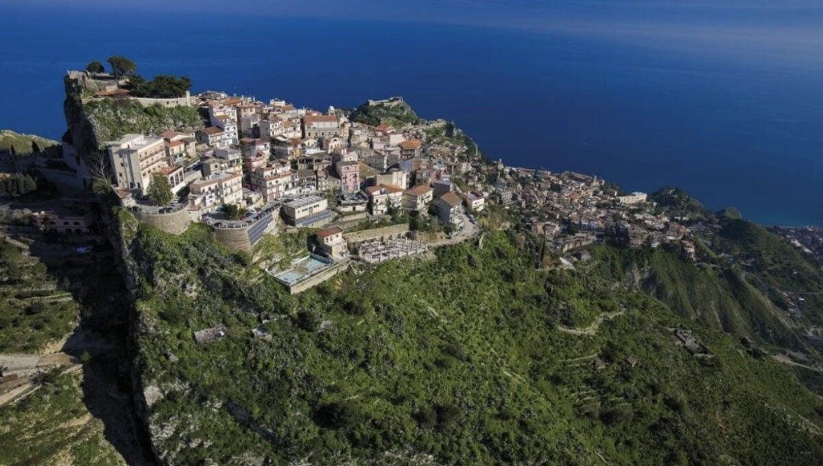 Visitare Castelmola: cosa vedere e come arrivare nel borgo del vino alla mandorla