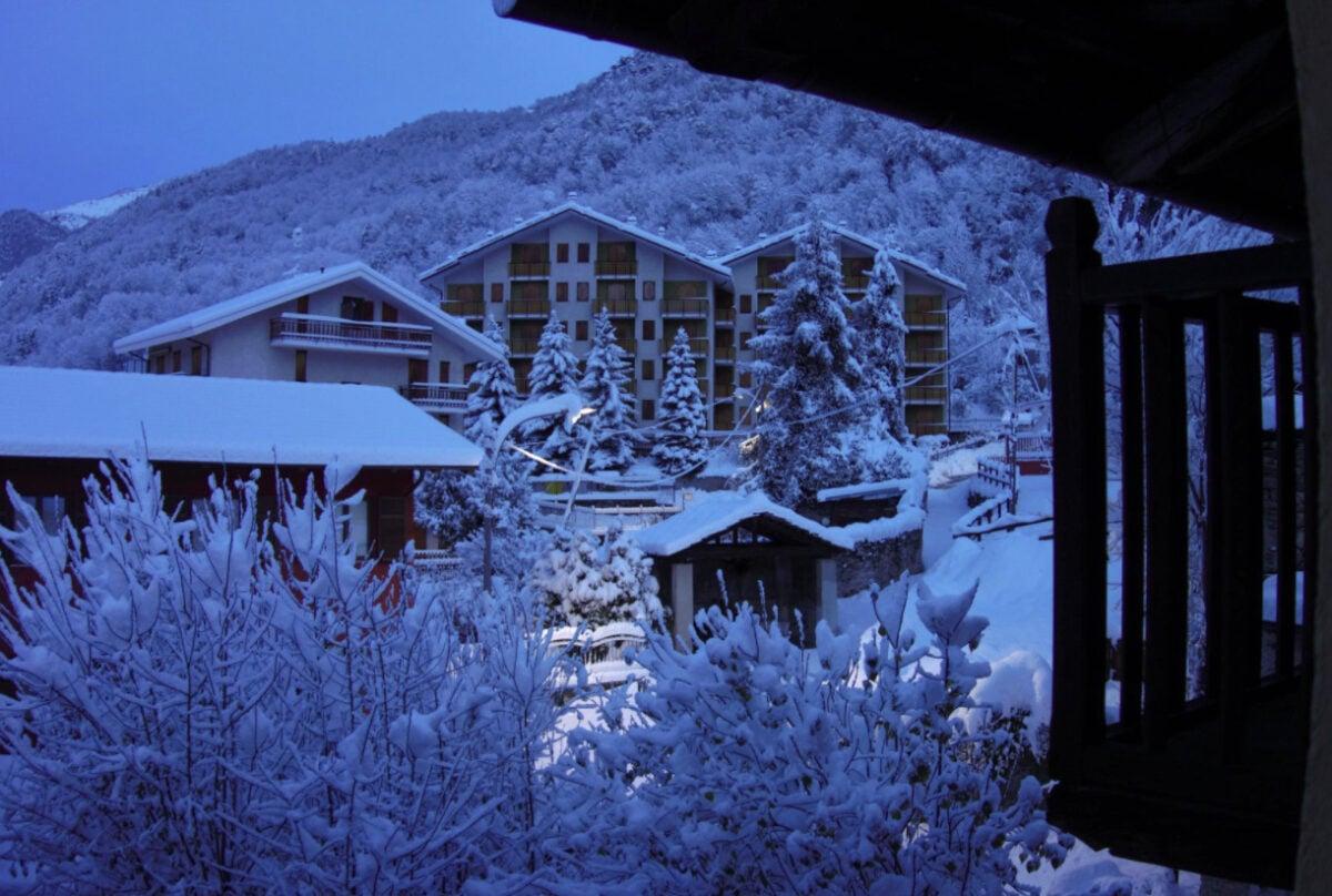 Vacanze relax a Sampeyre: cosa vedere, dove sciare e passeggiate al Lago di Luca
