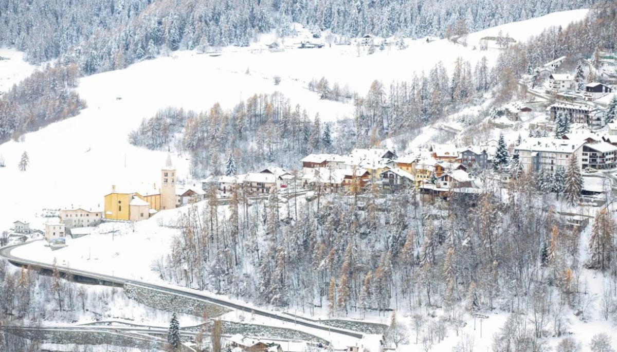 """Vacanze a Torgnon: cosa fare, dove sciare e cosa vedere nel """"Cuore Bianco della Valle d'Aosta"""""""