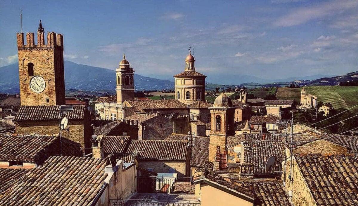 Visitare Offida: cosa vedere nel borgo medievale low cost delle Marche